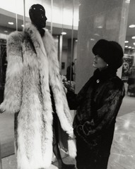 Lady_in_fur_store